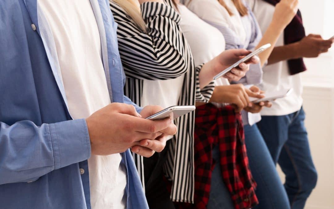 Comment les médias sociaux peuvent améliorer l'engagement des employés et l'image de la marque